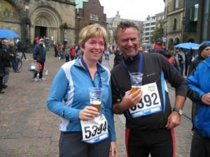 Glücklich im Ziel beim 10km Lauf: Elke und Holger