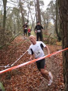 Peter Sokoll im schnellen Lauf am Hügel