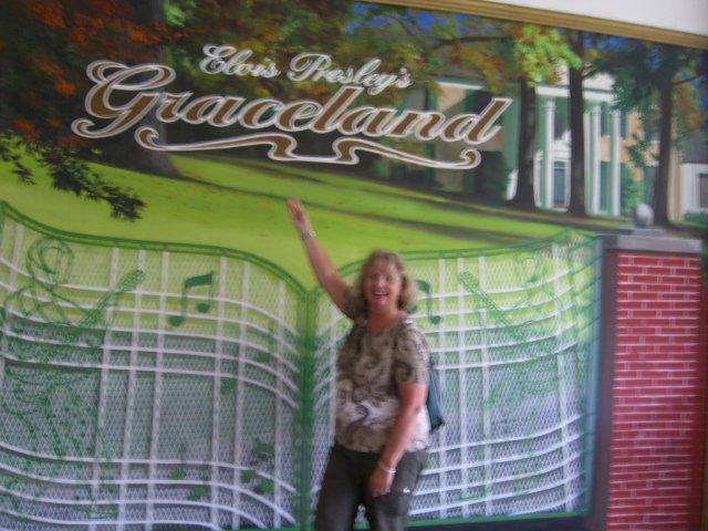 Elke im Graceland in Memphis