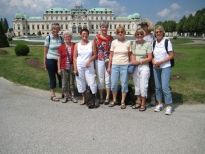 Teilgruppe im Garten von Belvedere