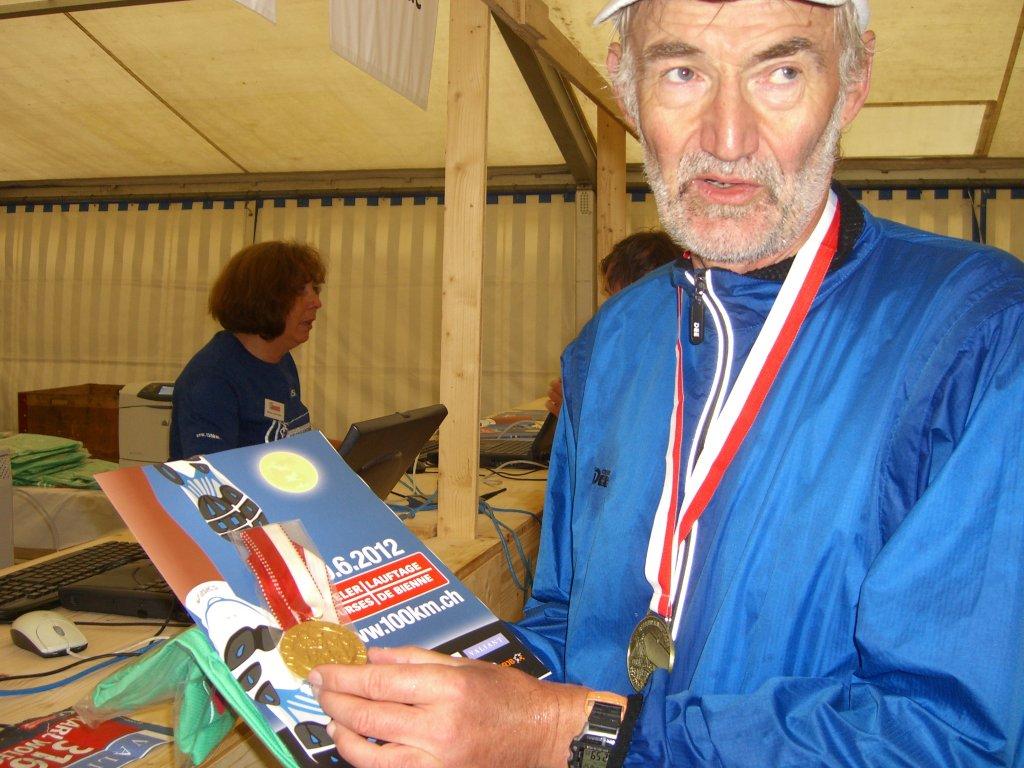Medaillenempfang im Zelt