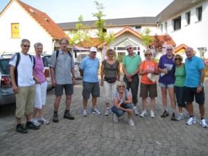 Wandergruppe - noch frisch am Start