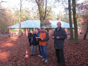 Organisator Fuchsi mit Helfern an der Strecke