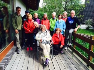 Gruppenfoto vor Sabines Ferienhaus in Burhave